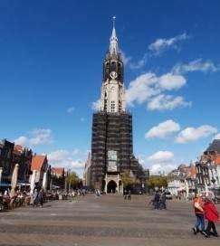 Delft: the Markt: Nieuwe Kerk, under renovation,