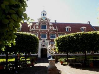Haarlem: Frans Hals Museum: inner courtyard
