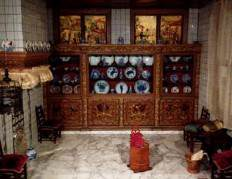 and detail with miniature Delftware.
