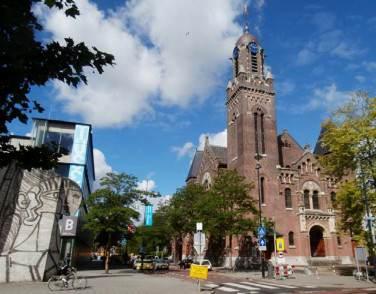 Rotterdam: Museum Boijmans van Beuningen (left)