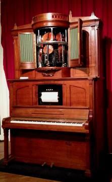 a Hupfeld Phonoliszt Violina (centre, c.1925)