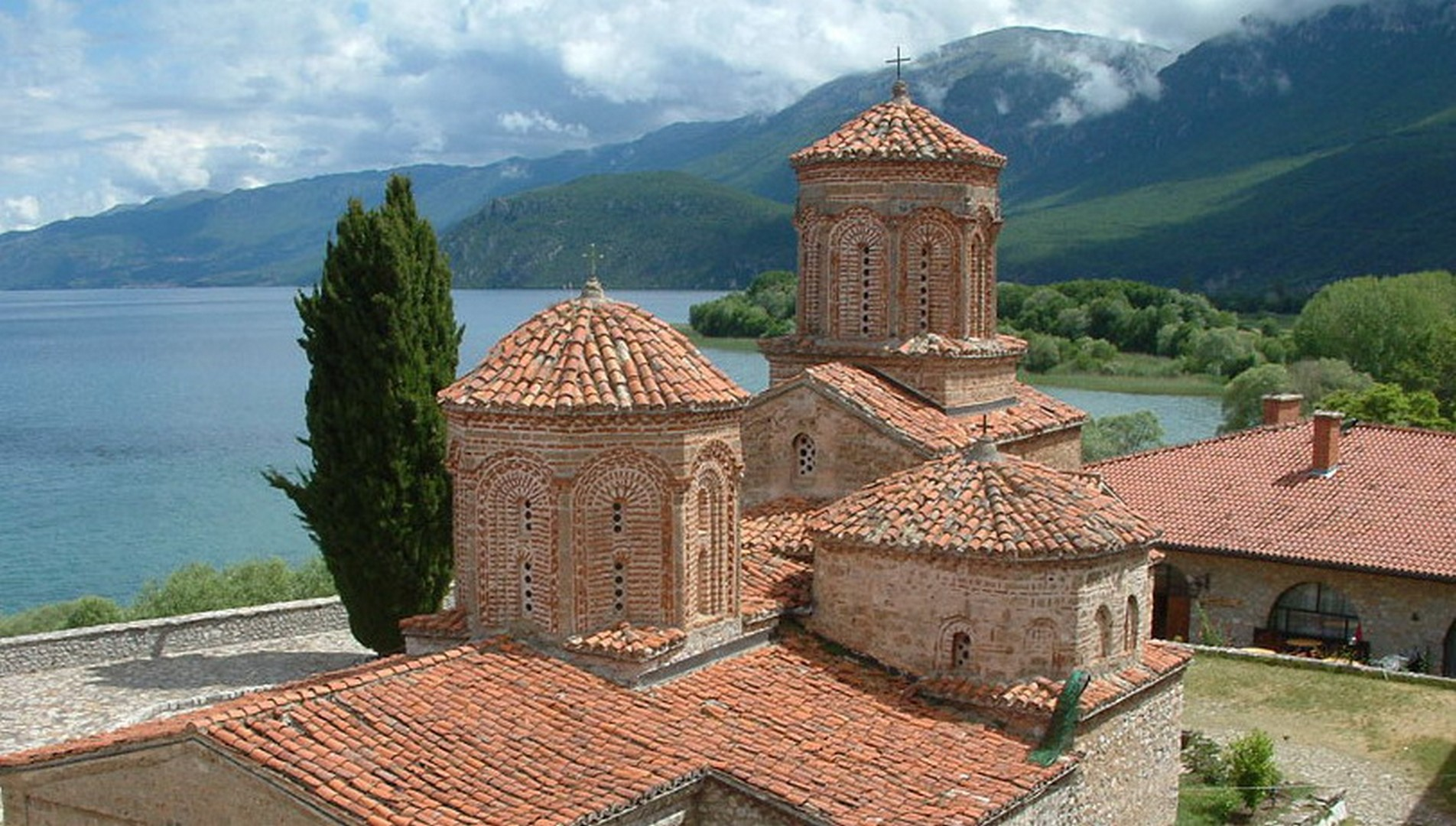 ZDRAVO MACEDONIA!  MONASTERIES, MOSQUES AND VINEYARDS in pictures, May 2016  PART 1