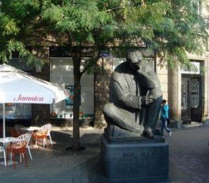 39-tessla-statue-internet-ed