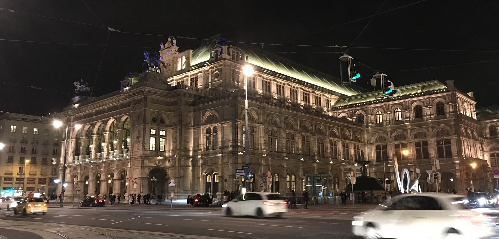 VIENNA in November – Gluwein, Art, and Song